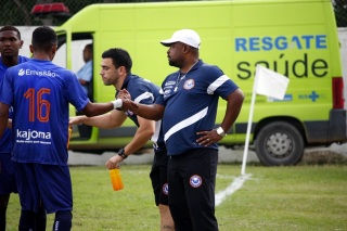 Suca, treinador do Itaboraí, afastou clima de rivalidade. Foto: Gabriel Farias.
