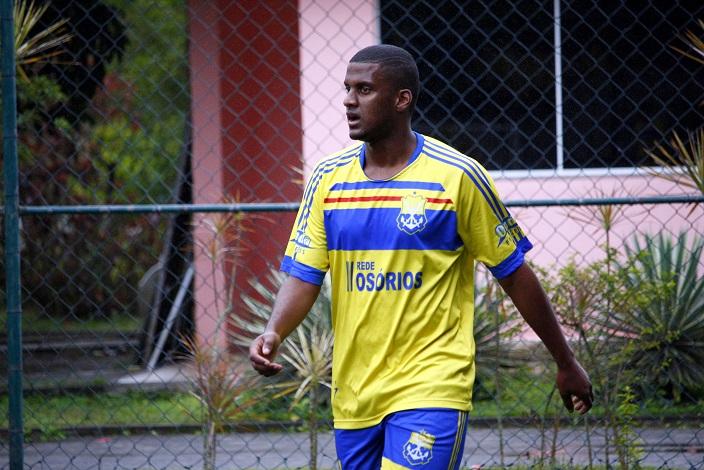 ELE É O CARA! Com quatro gols marcados, Anderson Nenzinho levou o Osórios à vitória. Foto: Gabriel Farias.