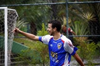 Bem no ataque, Covanca falhou muito na defesa. Foto: Gabriel Farias.