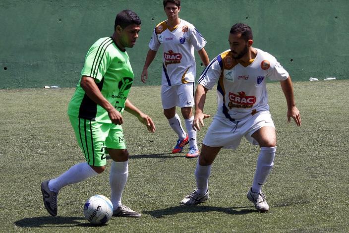 O NF7 (de verde) venceu o Divino com gol no fim. Foto: Gabriel Farias.