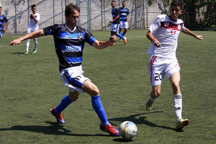 O Alcáida (de azul) foi uma das equipes que se recuperou. Vitória sobre o Toca e Sai. Foto: Gabriel Farias.