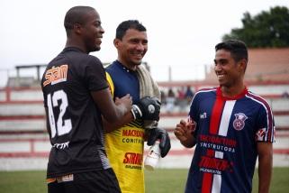 Jogadores do Gonçalense não entraram em campo, mas possuem motivos para sorrir. Foto: Futebol Gonçalense.