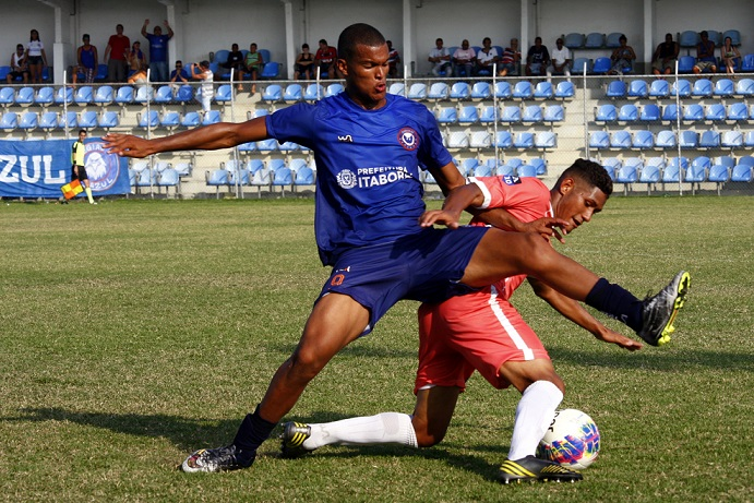 Artilheiro do Alzirão, Lucão aposta em nova vitória em casa. Foto: Gabriel Farias.