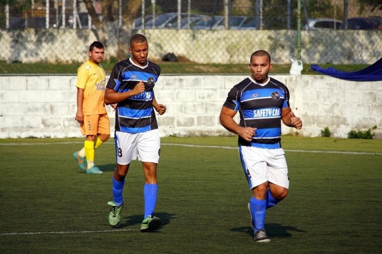 Ramon (à direita) já pensa em título para o Alcáida. Foto: Gabriel Farias.