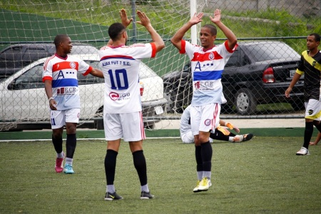 """O Ajax vai """"tomando conta"""" do Grupo B da Série Prata. Foto: Gabriel Farias."""