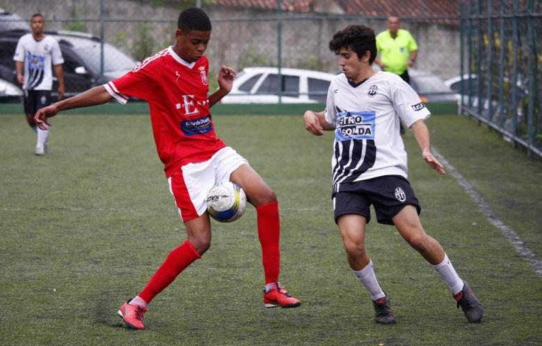 O Elenco (de vermelho) é uma das equipes já rebaixadas na Série Prata. Foto: Gabriel Farias.