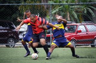 O PSG (de laranja) iniciou as quartas de final perdendo. Foto: Futebol Gonçalense.