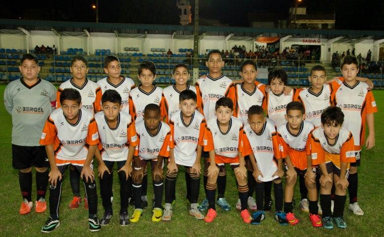 OS CAMPEÕES! Jogadores do Independente, que faturou o tetra. Foto: Marcio Pereira/Divulgação.