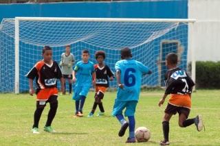 O Independente, de preto, se garantiu em duas finais. Foto: Marcio Pereira/Divulgação.