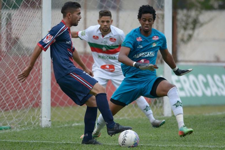 Sabão, com seis gols, é artilheiro do Gonçalense e da Copa Rio.