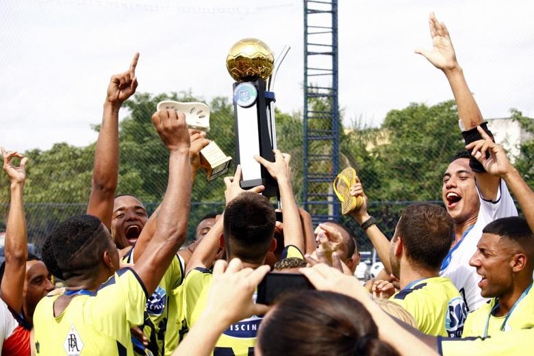 GUERREIROS! Jogadores do Barta acreditaram até o fim e puderam comemora o título. Fotos: Gabriel Farias.