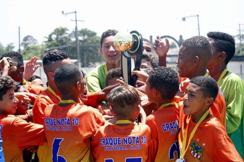 O Craque Nota 10 se consagrou bicampeão da Copa de Verão Mirim. Fotos: Gabriel Farias.
