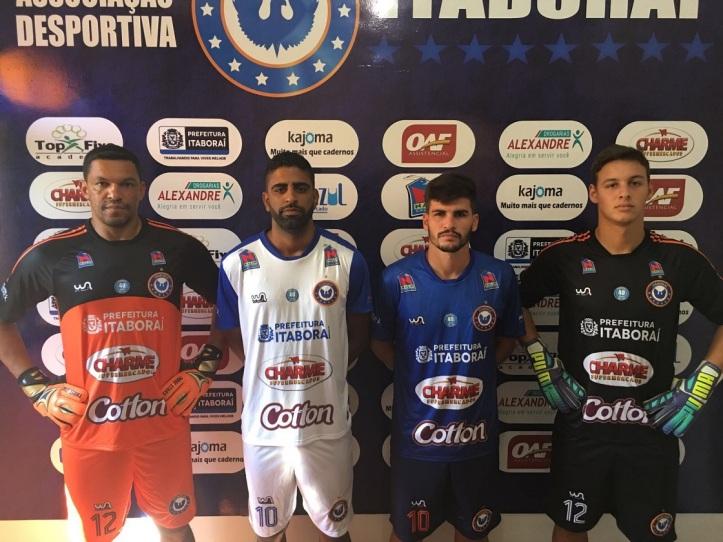 5f1f21dcf3 IMG-20160310-WA0016 Jogadores do Itaboraí vestiram novos uniformes ...